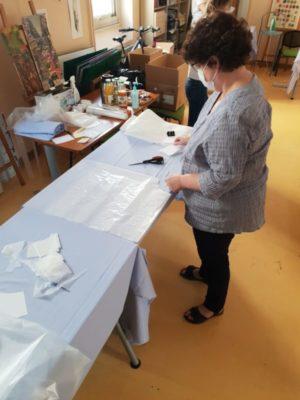 L'atelier blouses en action à l'hôpital Goüin