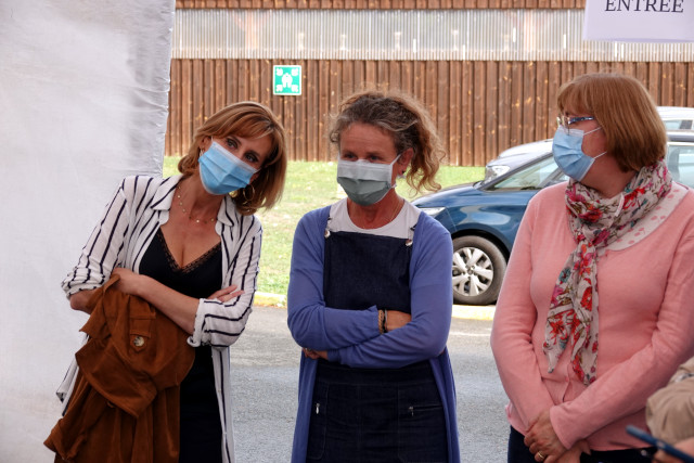 Trois des salariées de l'IEM qui ont porté le projet de jardin sensoriel