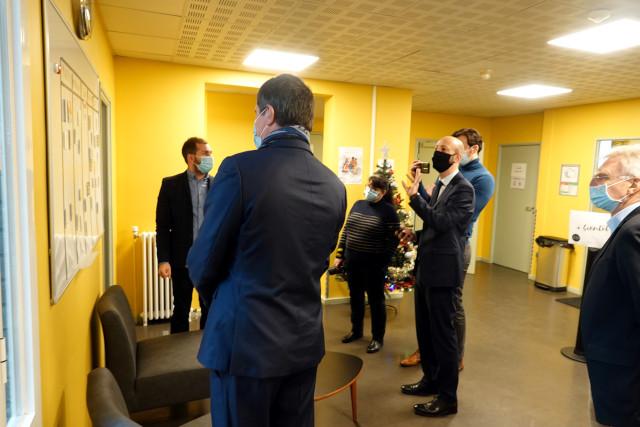 Deux députés en visite à l'ESI Georgette Agutte