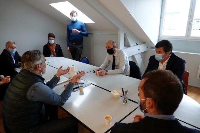 Un temps d'échange entre les élus et François Labarthe