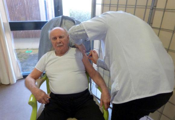 Covid-19 : premières vaccinations à la Résidence Le Château