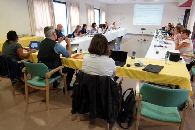 Réunion des directeurs dans la salle polyvalente de la Résidence Le Châteaux