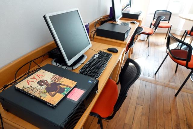 Un coin informatique pour le travail scolaire